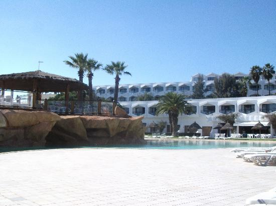 SENTIDO Phenicia : Pool and hotel
