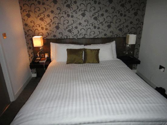 The Hide London: Bed in Room 5