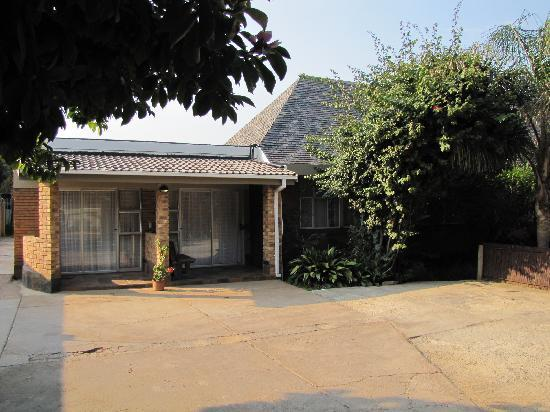 Sunrock Guesthouse: Front Doors