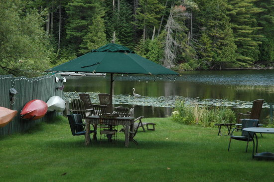 Paradox Lodge & Cedar Lodge: Located on Lake Placid
