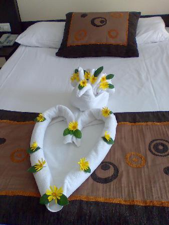 Incekum Beach Resort: Das Bett ist zur Begrüssung geschmückt