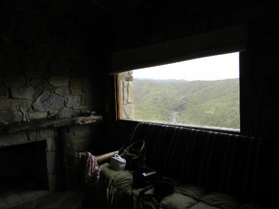 Estancia Altos del Durazno: El arroyo y las montañas desde adentro