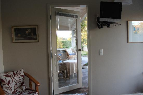 Riversong Bed & Breakfast: Door to the porch