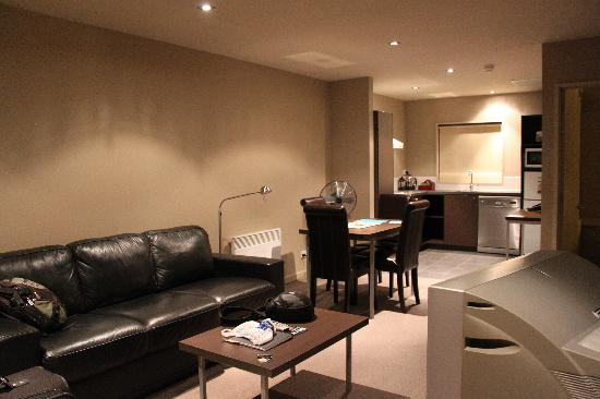 Airport Christchurch Luxury Motel & Apartments: Living area/kitchen