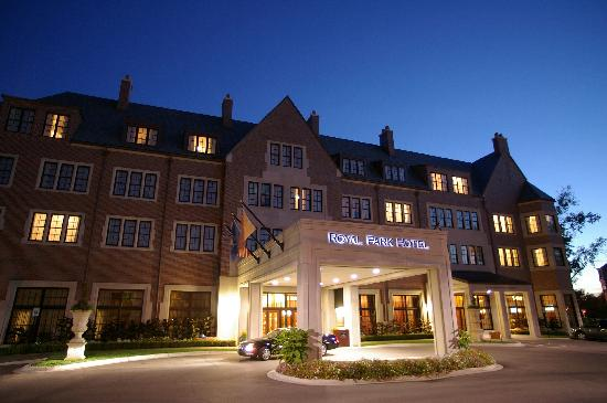 Royal Park Hotel: Hotel Main Entrance