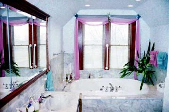 Plymouth, IL: Shared Bathroom