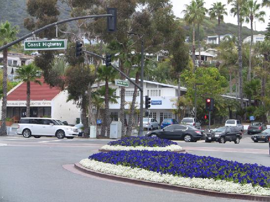 Laguna Beach Lodge: Across the street from Travelodge