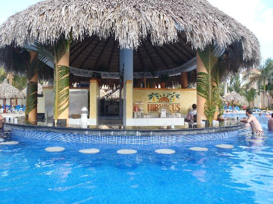 punta cana pool bar picture of grand bahia principe. Black Bedroom Furniture Sets. Home Design Ideas