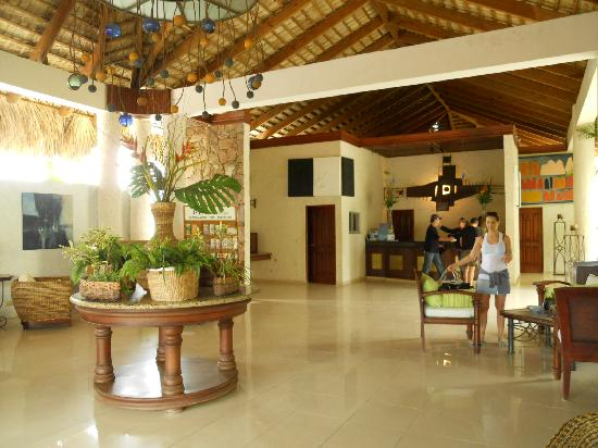 Kite Beach Hotel: Reception area