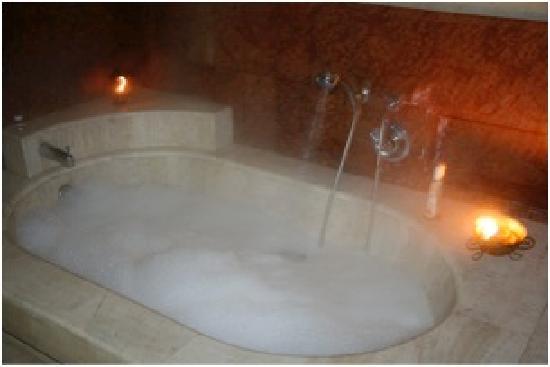 """Arcadia Hostel: La banera de la suite """"El Parthenon"""""""