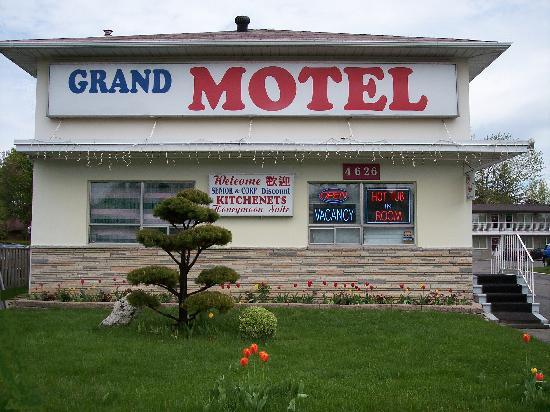 Grand Motel Toronto : Exterior