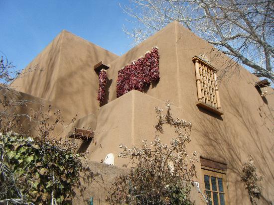 Inn on the Alameda: Hotel Building