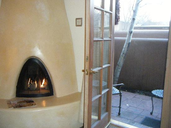 Inn on the Alameda: Our kiva fireplace in our room