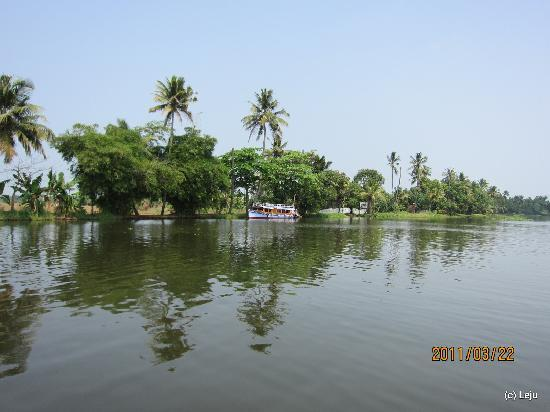 Punnamada Lake: Enroute to the lake