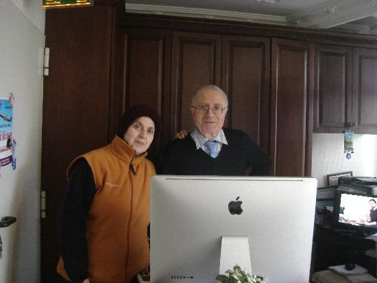 Ada Hotel Istanbul: The very helpful owners of the hotel