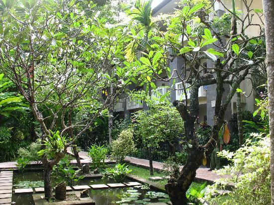 Hotel Kumala Pantai: Hotel grounds