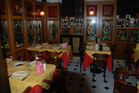 Nett gedeckte tische foto di l 39 immagine ristorante for Ristorante l isolotto milano