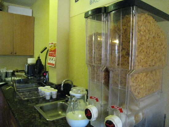 Days Inn Moab: これも朝食