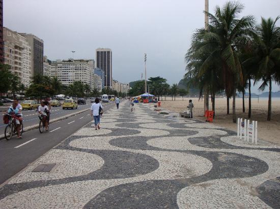 Windsor Excelsior Hotel: paseo de la playa de Copacabana, frente al hotel