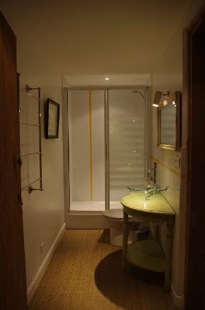 Maison Latchueta : Salle de douche Nette