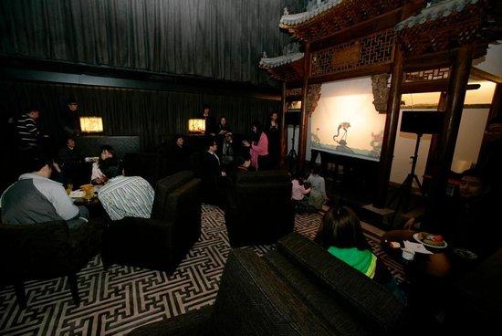 Shichahai Shadow Art Performance Hotel : Shadow art performance at night
