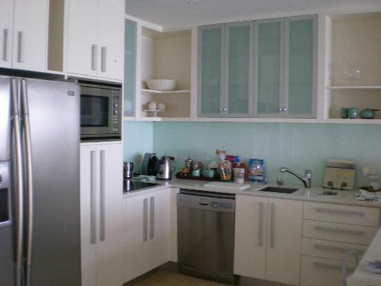 Watermark at Wategos : kitchen