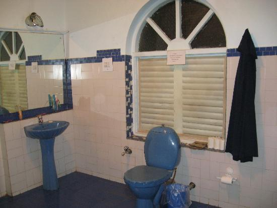 Cavala Seaside Resort: I don't know what to do in a bathroom this huge