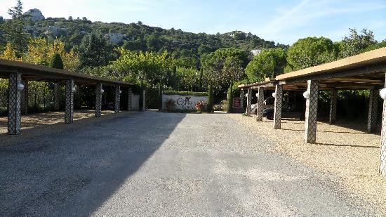Baumanière les Baux de Provence : Le parking