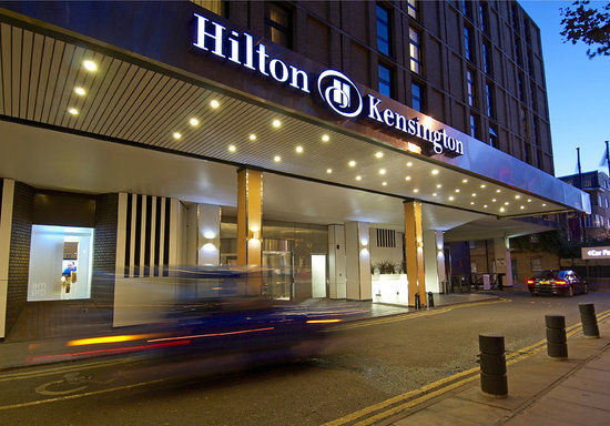 ‪‪Hilton London Kensington‬: Holland Park Avenue, main entrance of Hilton London Kensington‬