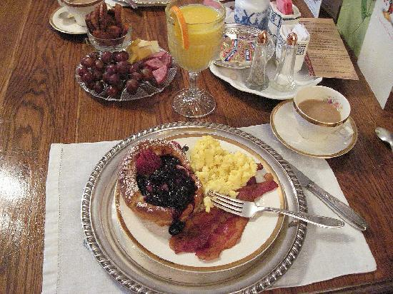 Abigail's Grape Leaf Bed & Breakfast, LLC: Amazing Breakfast