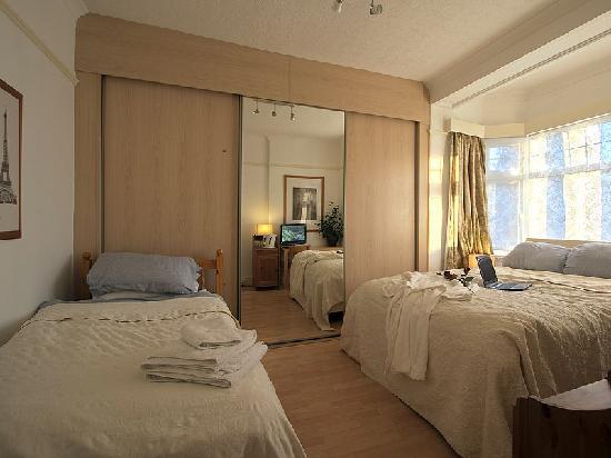 Bentham Lodge Guest House: Deluxe Triple bedroom