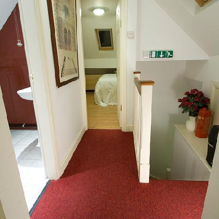 Bentham Lodge Guest House: Family Suite - landing