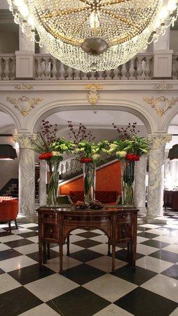 Hotel De La Paix Geneva: historical lobby
