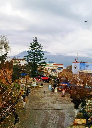 Chefchaouen, Marokko: utta al hammam place in  a winter morning