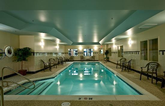 Hampton Inn Bath Brunswick: Splash in our Saline heated pool