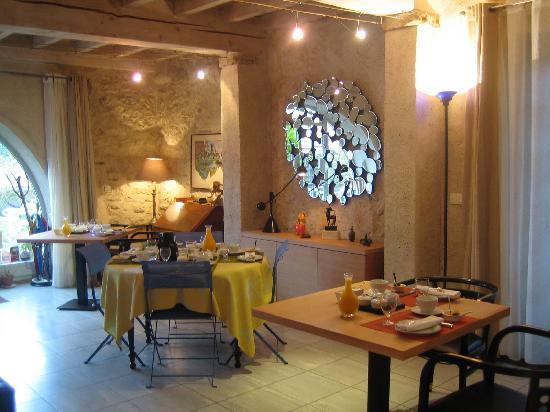 La Ferme de Biarritz: le salon avant le rush