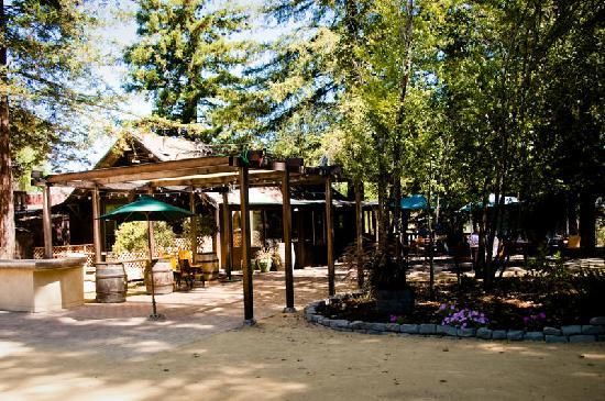 Russian River Vineyards Restaurant Farm & Tasting Lounge: Best Outdoor Dining in Sonoma County!