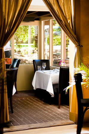 Russian River Vineyards Restaurant Farm & Tasting Lounge: Casual Elegance