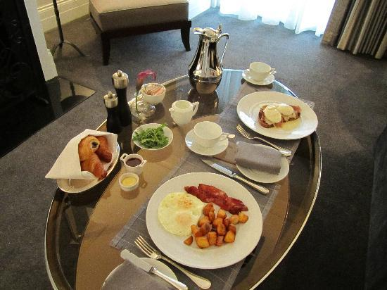 Waldorf Astoria Chicago: In room breakfast