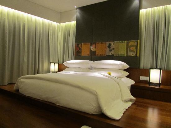 Sleeping room picture of hansar bangkok hotel bangkok for Sleeping room design