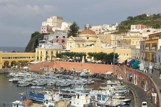 Ponza Island, İtalya: porto