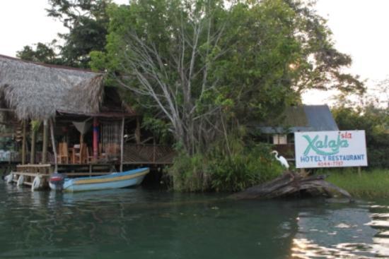Isla Xalaja: See the bird by the sign?