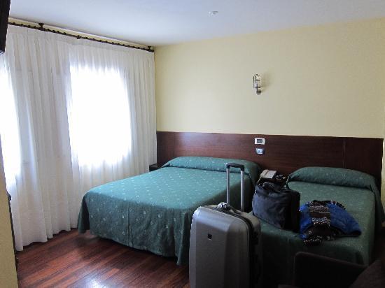 Hotel Ruas: Doppelbett und Einzelbett