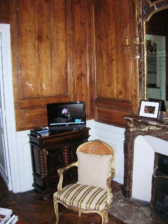 Special Apartments: High Def TV and Original Wood paneling
