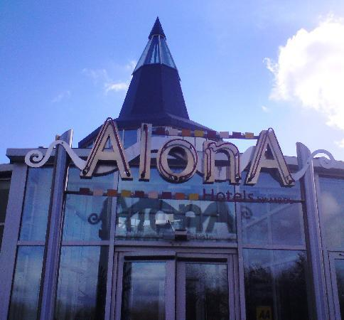 The Alona Hotel: Entrance
