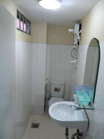 Long Hostel: Bathroom