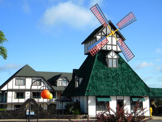 ويندميل إن آند سويتس: Windmill Inn & Suites