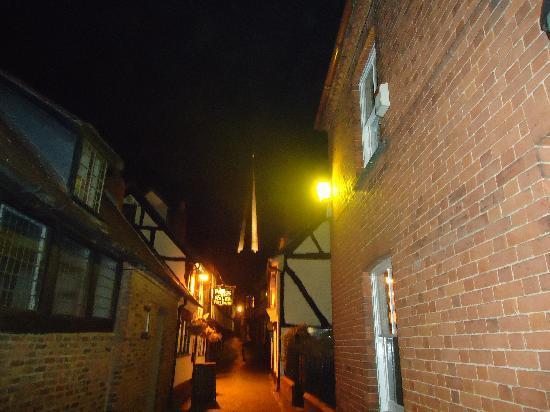 Talbot Hotel: Narrow cobbled Ledbury Street