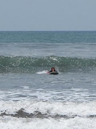 Bodhi Surf School: Catching a wave by myself!