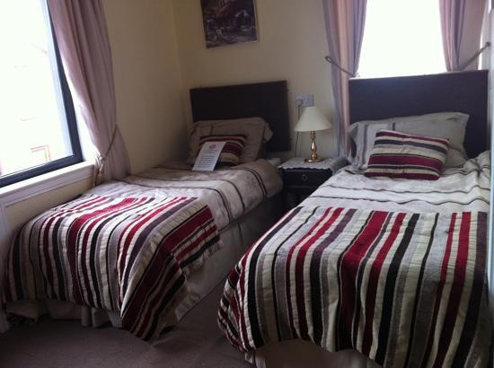 Coolgreeney House: double room